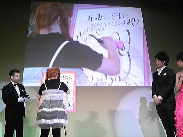 芸能人たちの前でキティを描く〜!