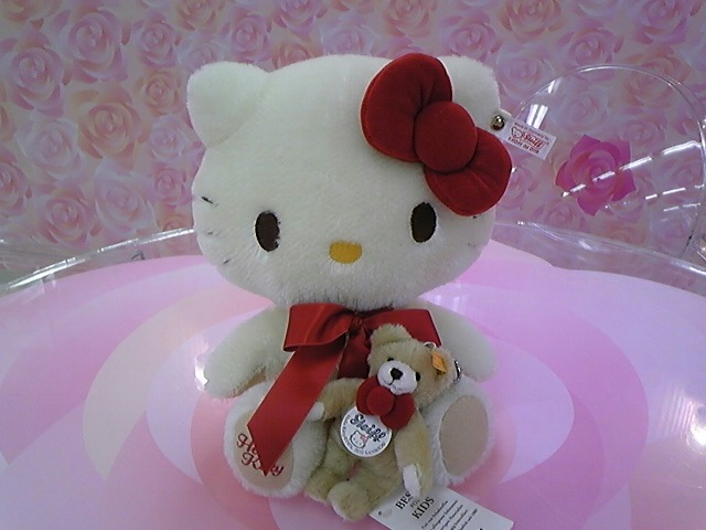 Hello Kitty meets Steiff Teddy !