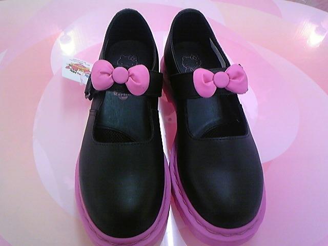 さらにドクターマーチンの靴!
